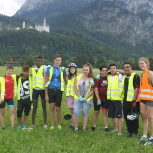 23. Gruppenfoto in der Nähe des Schloss Neuschwanstein-1024