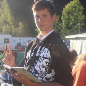 31. Nikolas schreibt für das Gruppen-Tagebuch-1024